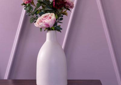 Contemporary-Vibe-Hallway-Close-Up-400x284